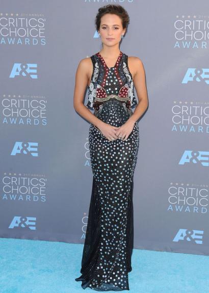 Alicia-Vikander-Critics-Choice-Awards-JAN-2016-2.jpg