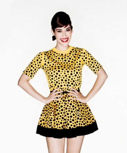 Lizzy-Caplan-Vanity-Fair-August-2012-03.jpeg