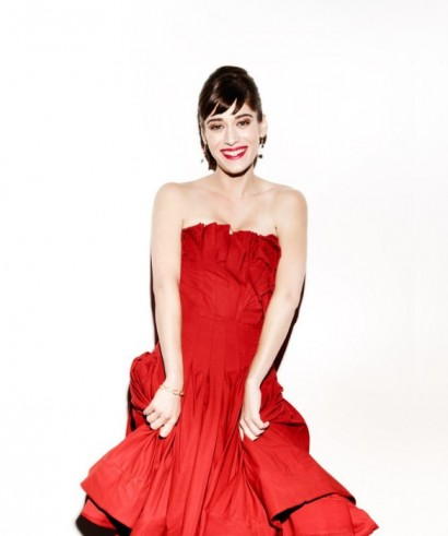 Lizzy-Caplan-Vanity-Fair-August-2012-04.jpg