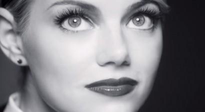 Emma Stone-Revlon-Bold-Lacquer-Mascara