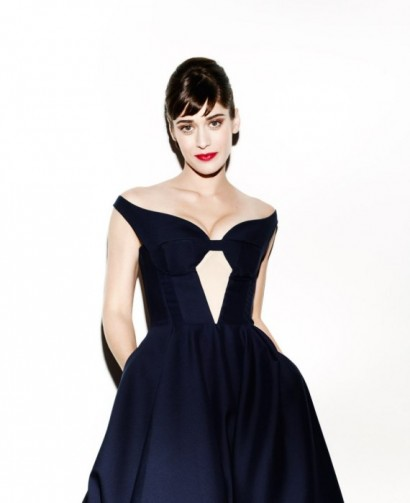 Lizzy-Caplan-Vanity-Fair-August-2012-02.jpeg
