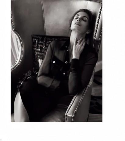 Cindy-Crawford-Harper-Bazaar-Russia-3.jpg